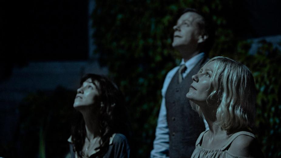 Melancholia-Still-Kiefer-Sutherland-Kirsten-Dunst-Charlotte-Gainsbourg